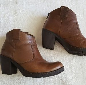 B.O.C Kelby taupe brown ankle boots size 7